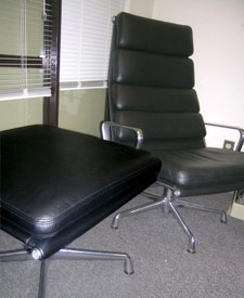 Eames soft pad chair