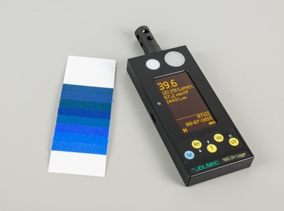 Light meter and blue wool card